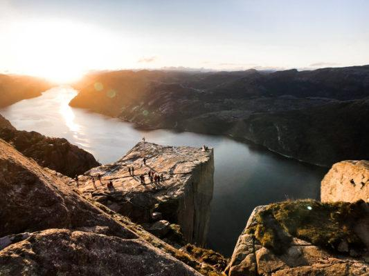 how to take travel photos with your phone